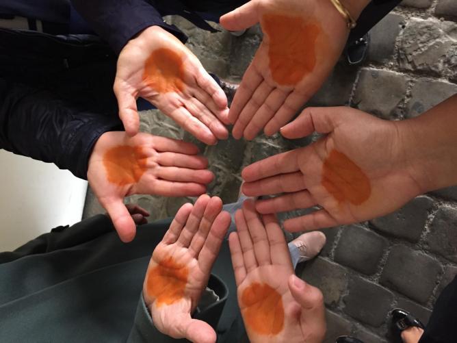 3 mains au henne