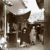Boucher arabe constantine avec haik noir 2
